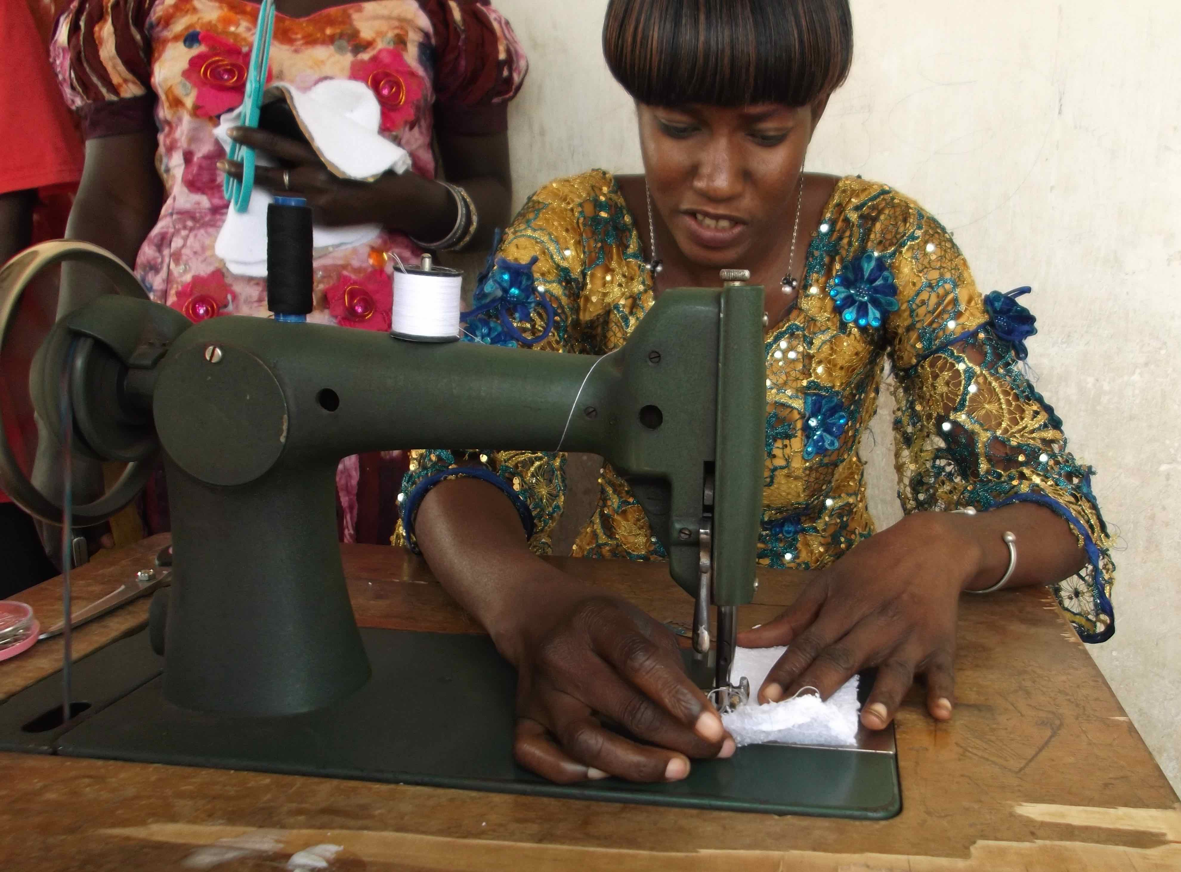 sewing machine sanitary towels